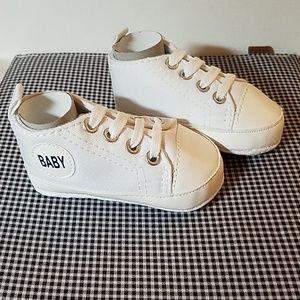 "Sneakers Shoes Size 11 (28)  4 1/2"" x 2 1/4."